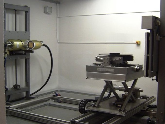 Heavy Duty Manipulator with scissor table in X-ray Cell